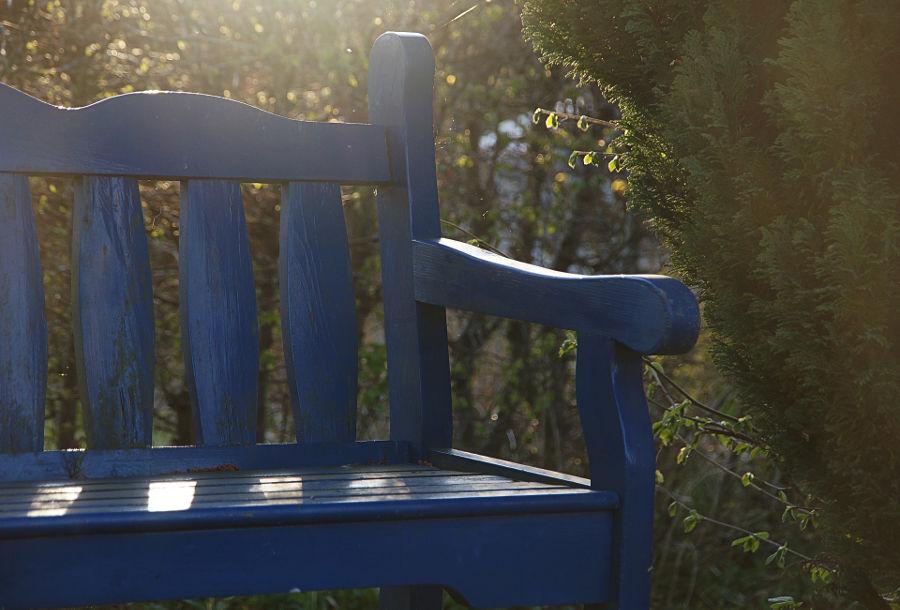 Komplety wypoczynkowe ogrodowe – sprawdź, jak zaaranżować przydomową przestrzeń