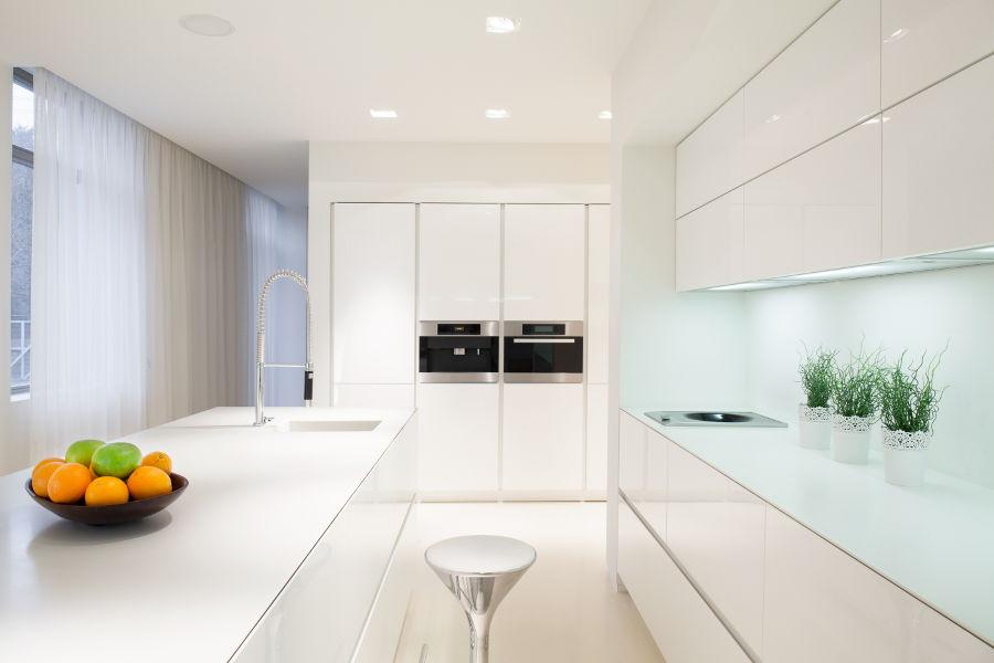 Nowoczesne oświetlenie kuchni – planujemy modną i funkcjonalną przestrzeń