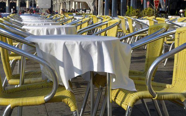 Krzesła ogrodowe z technorattanu – użytkowanie i pielęgnacja
