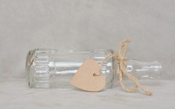 Pakowanie szkła – jak zabezpieczyć kruche artykuły?