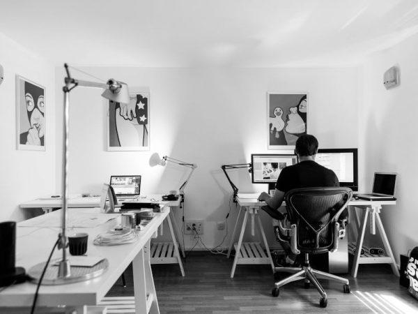 Meble do gabinetu domowego – funkcjonalna przestrzeń do pracy